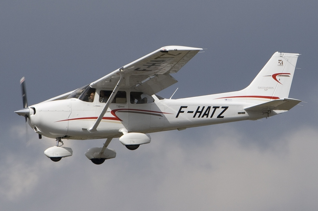 This image has an empty alt attribute; its file name is cessna_172s_skyhawk_sp_private_jp6817606.jpg