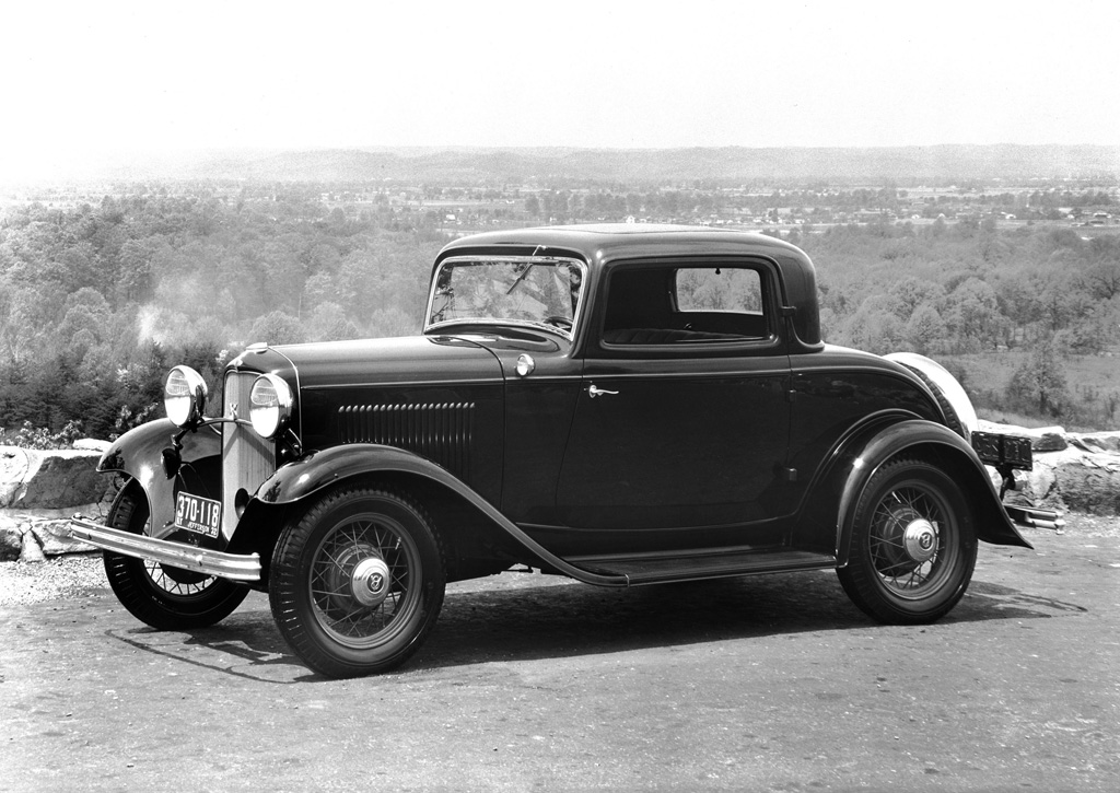 This image has an empty alt attribute; its file name is 1932_ford_v81.jpg